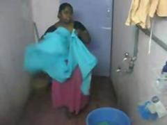 Indian beamy Chennai aunty thither shower hiddencam